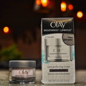 Olay Regenerists Luminous Tone Perfecting Cream and Sun Spot Remover with Advanced glowing skin formula